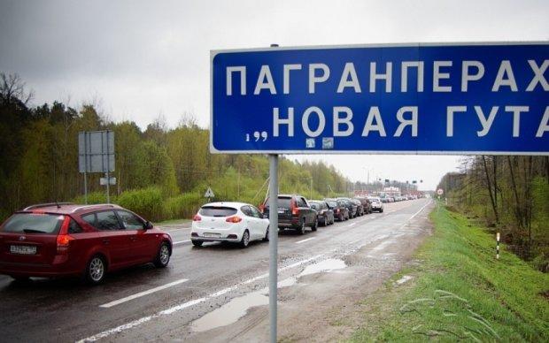 Пограничники не пропустили в Беларусь автобус с украинцами