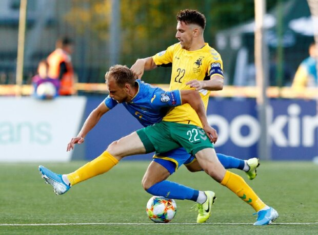 Фантастичне видовище: стадіон у Литві виконав гімн України перед матчем відбору Євро-2020