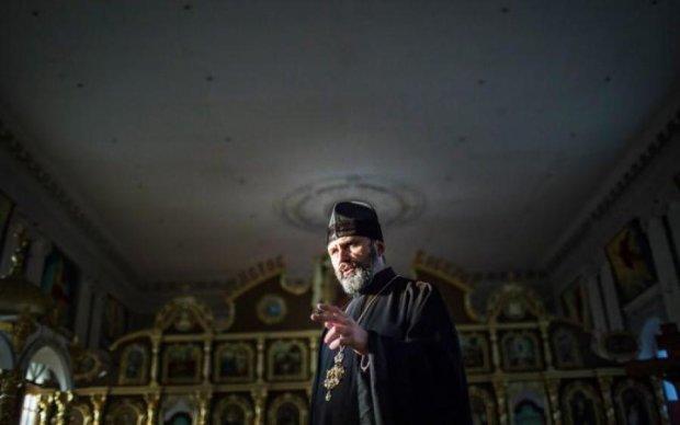 Український священик розчулив сміливим вчинком у Криму