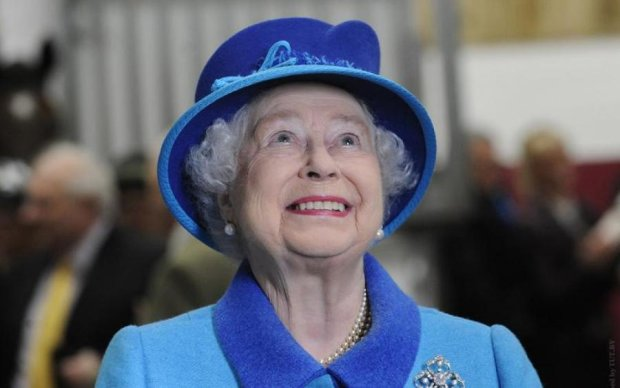 "Королева Єлизавета II ""втекла"" з-під ножа"