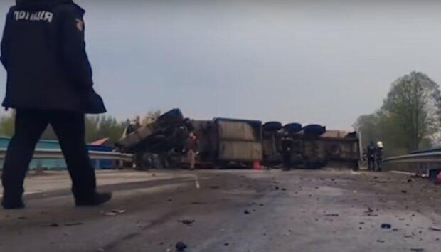 Врізався в мікроавтобус, люди загинули на місці – у Львівській області судять водія фури