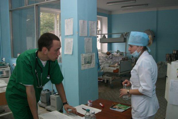 У Львові рятують обпечену дитину, міг покалічитися не сам: згорьовані батьки не відходять ні на крок