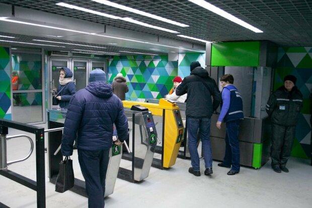 В Киеве отложили запуск е-билета на общественный транспорт: сколько еще придется покупать жетоны