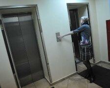 В ліфті, фото з вільних джерел