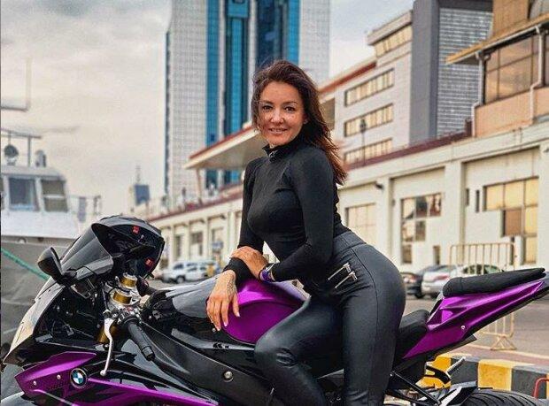 Хобі ціною в життя: у страшній аварії під Києвом загинула відома мотоблогерка, неможливо стримати сльози