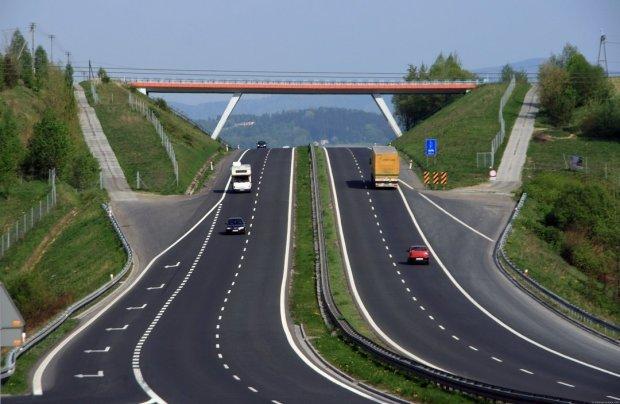 На украинских дорогах в мае появится неожиданное новшество: у водителей нет шансов