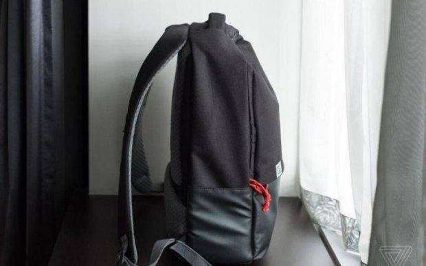 Смартфон скрестили с рюкзаком, и вот что получилось