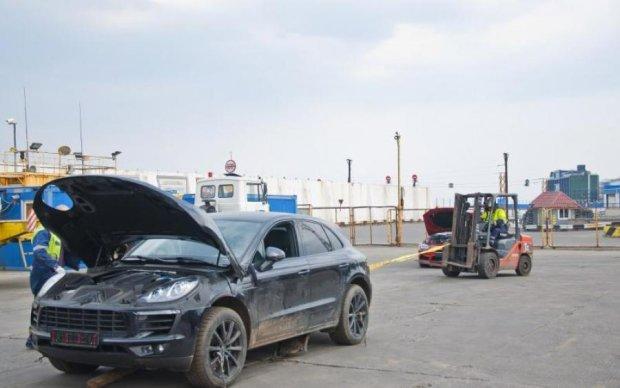 Владельцы фиктивной фирмы, которая пыталась растаможить 61 контейнер на Одесской таможне, давят на СМИ, чтобы убрать информацию об этом деле