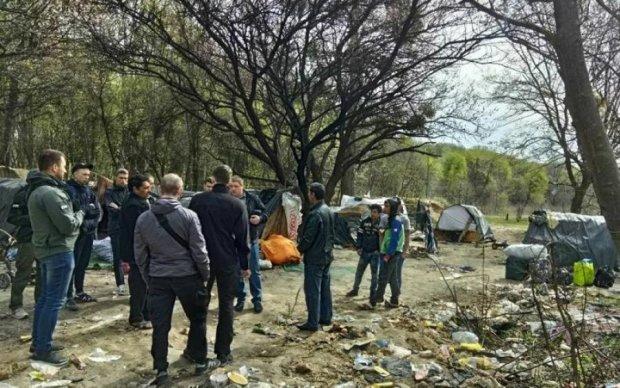 Ситуация накаляется: еще один лагерь ромов сожгли дотла