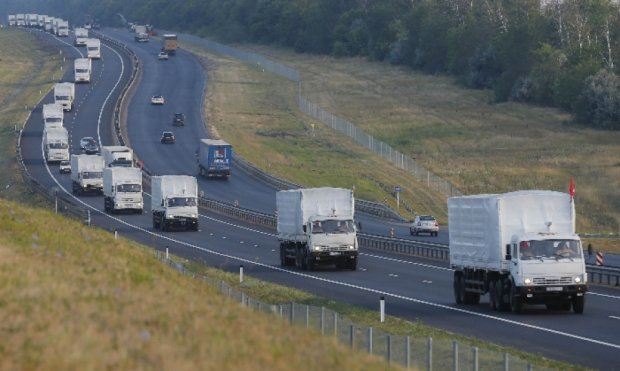Росія завезла конвоєм на Донбас паливо та рекламу