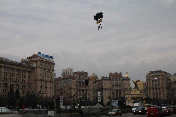 Перформанс в Києві, Facebook