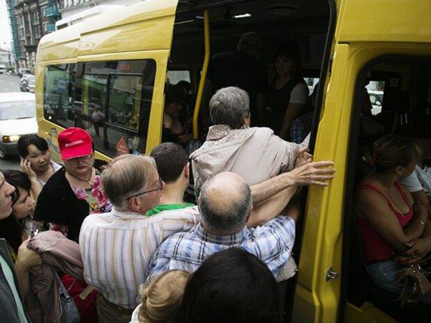 """Запорожцев массово обчищают в маршрутках, орудуют """"под крышей"""" у водителя: горожане восстали против беспредела"""