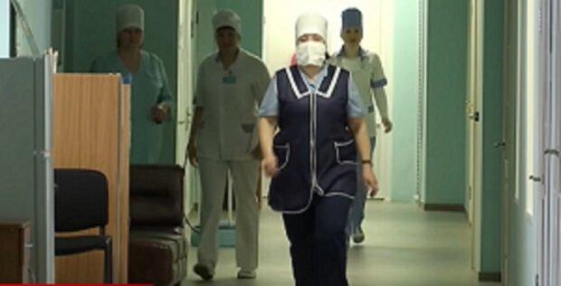Прикарпатцы массово отказались от детских прививок, медики испугали последствиями