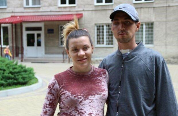 Зіграли весілля в реанімації: в Дніпрі у важко пораненого кіборга народився син