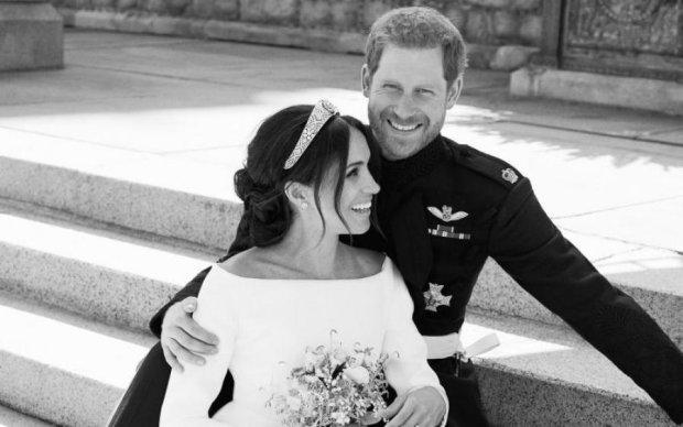 Сумку з королівського весілля викупили за 30 000 доларів: ось, що в ній було