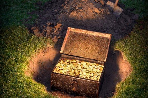 В Бердянске женщина хотела похоронить кота и нашла ценный сундук. Зоозащитница в шоке, животное повлияло на ее жизнь даже после смерти