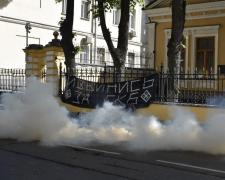 Резиденцию Кирилла забросали дымовыми шашками