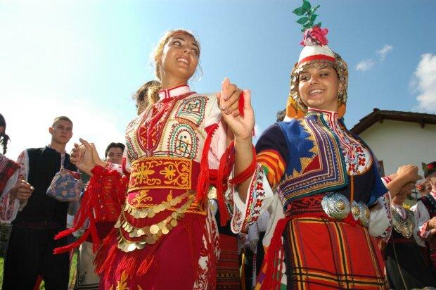 Хороводи, пісні й подарунки: як болгари в Одесі відзначали Димитрів день, - яскраві кадри