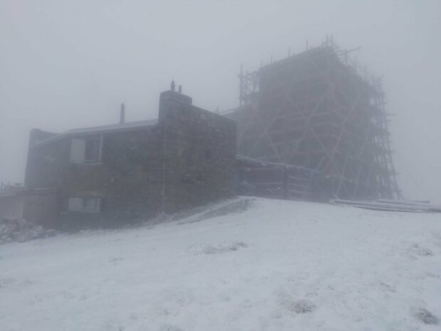 На Рахівщині падає дрібний сніг