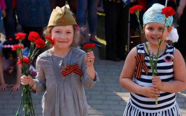 Первый пошел: украинка поплатилась за запрещенную символику