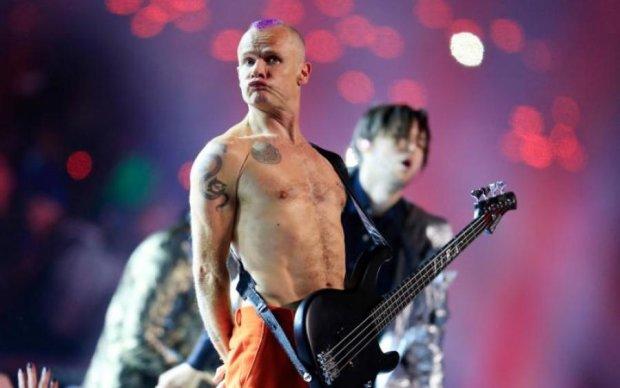 Гітарист Red Hot Chili Peppers показав свій червоний гарячий перчик