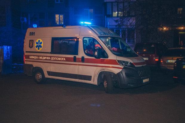 Алкоголь и депрессия: в Киеве молодая мама вышла из окна многоэтажки, в сети появились фото и видео с места трагедии