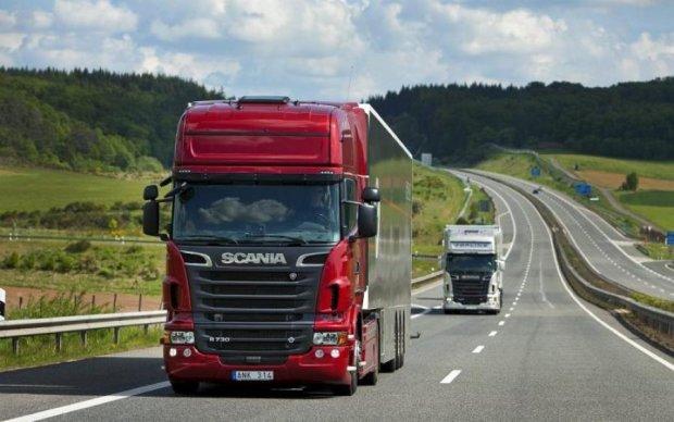 Весовой контроль на дорогах изменят: что нужно знать украинцам