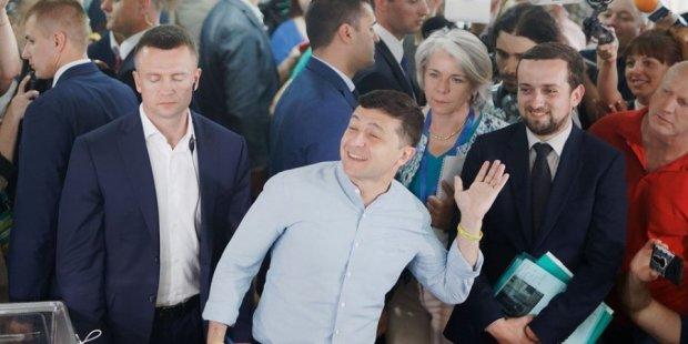 """Романенко пояснив тріумф """"Слуги народу"""" Зеленського над старою гвардією: """"Революція. Добре,що без стрілянини"""""""