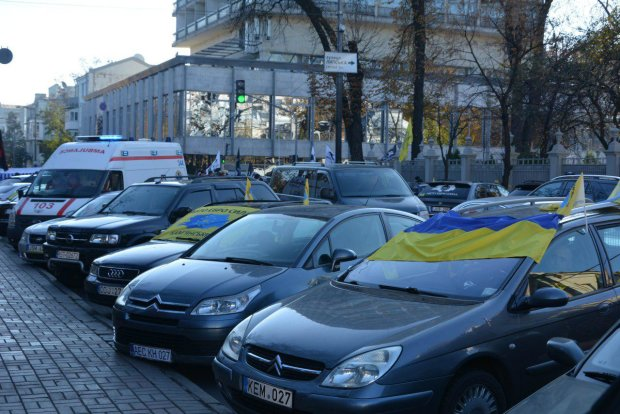 """Закон про """"євробляхи"""" простими словами: що підсунули українським водіям"""