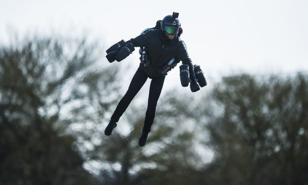 """Гонки в реактивных костюмах: настоящий """"Железный человек"""" создал новый вид спорта"""