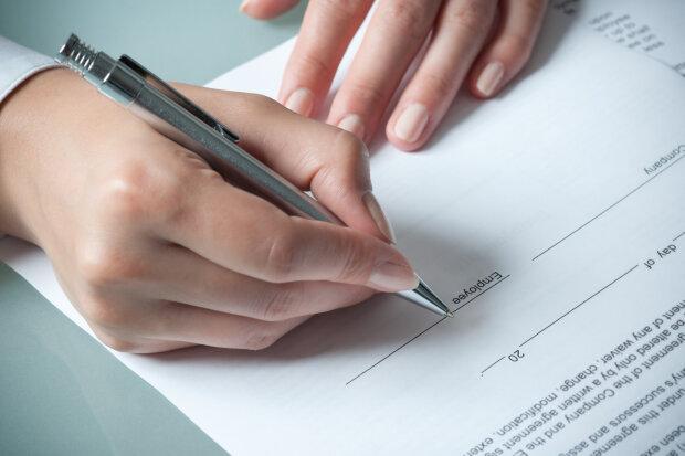 Трудовий договір в Україні: як правильно укладати і зразок