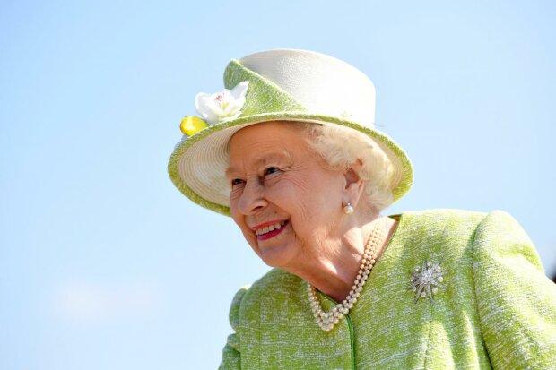 Королева Єлизавета II відмовилася від корони: що це значить для всього світу