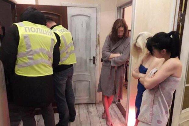 У Києві накрили бордель, фото: Поліція Києва