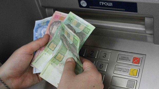 """""""Быстро набиваются кассетницы"""": украинские банки массово отказываются от мелких купюр"""