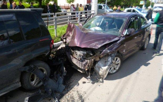 Пять авто столкнулись в Киеве: есть пострадавшие