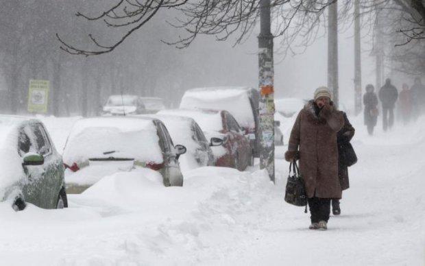 Снігопад, ремонт та ДТП: Київ паралізували величезні затори