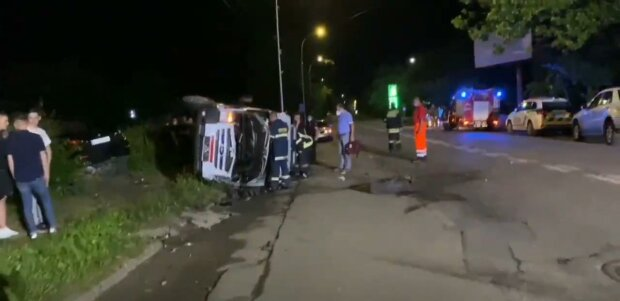 """В Ужгороді мажор на BMW влетів у швидку і вийшов сухим з води: """"Зять-поліцейський відмаже"""""""