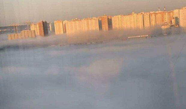 Маленьких киевлян не пускают в школу из-за дыма, очень опасно