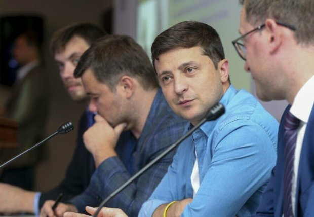 """Зеленський вивалив в мережу фото в білизні, українці дивуються: """"Як там комуналка?"""""""