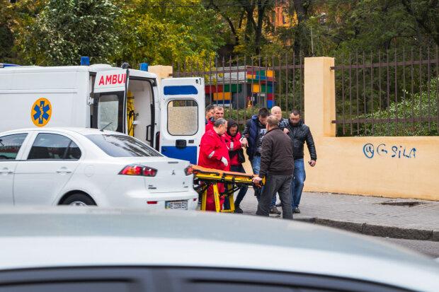 У Києві хлопцеві перерізали горло і викинули з авто: останні слова жертви загнали копів у глухий кут