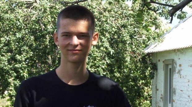 """16-річний українець повстав проти депутатів-нероб, сортує сміття сам і отримує за це """"лящів"""": """"Ти ще малий, аби вказувати!"""""""