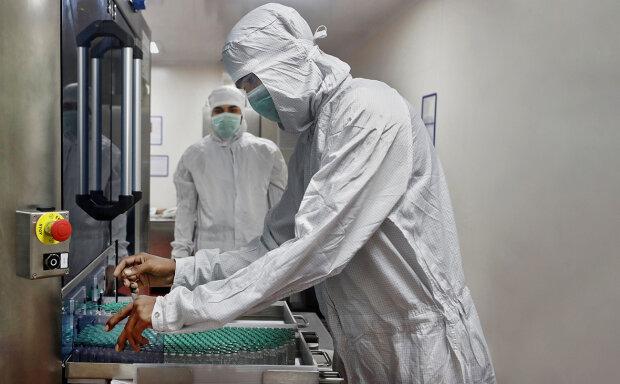 вакцина, фото: Francis Mascarenhas / Reuters