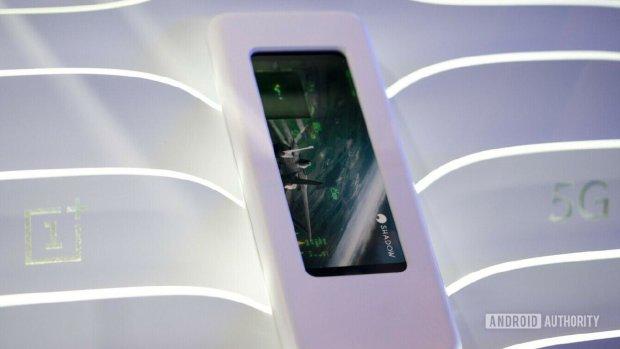 OnePlus представила загадковий смартфон з 5G: фото