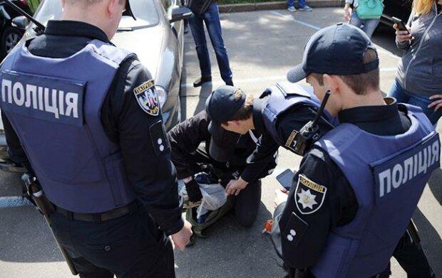Полный нокаут: в Запорожье вор бросил сейф в полицейского, - спасло чудо