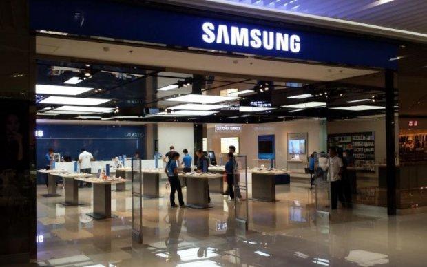 """Samsung выпустил телефон """"для взрослых"""""""