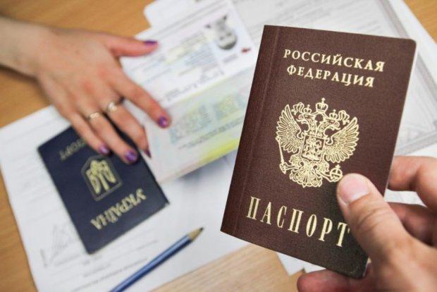 """Европа """"закрыла глаза"""" на паспорта Путина для донетчан: озабочены всем, кроме Украины"""