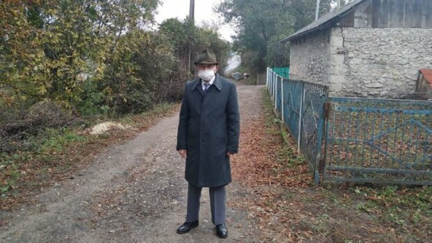 """На Тернопільщині 93-річний дідусь не пропустив жодних виборів: """"Це моя країна"""""""