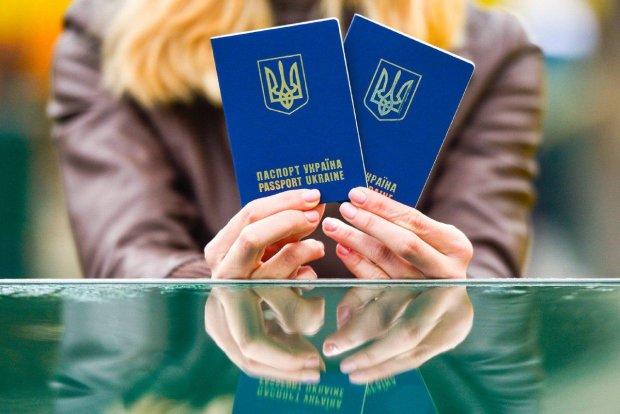 Україну готові позбавити безвізу через проблеми з туристами