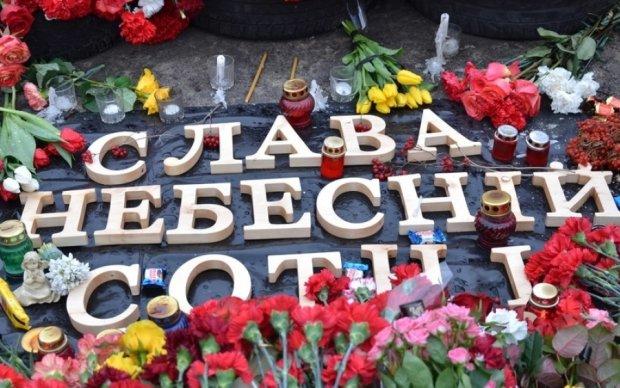 В Киеве надругались над памятником Небесной Сотне