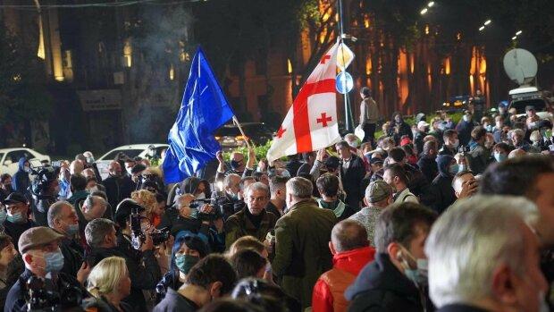 В Грузии начались массовые протесты, фото из вылетных источников